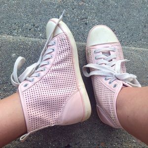🌸 Pastel pink netted sneakers Sz 6 🌸